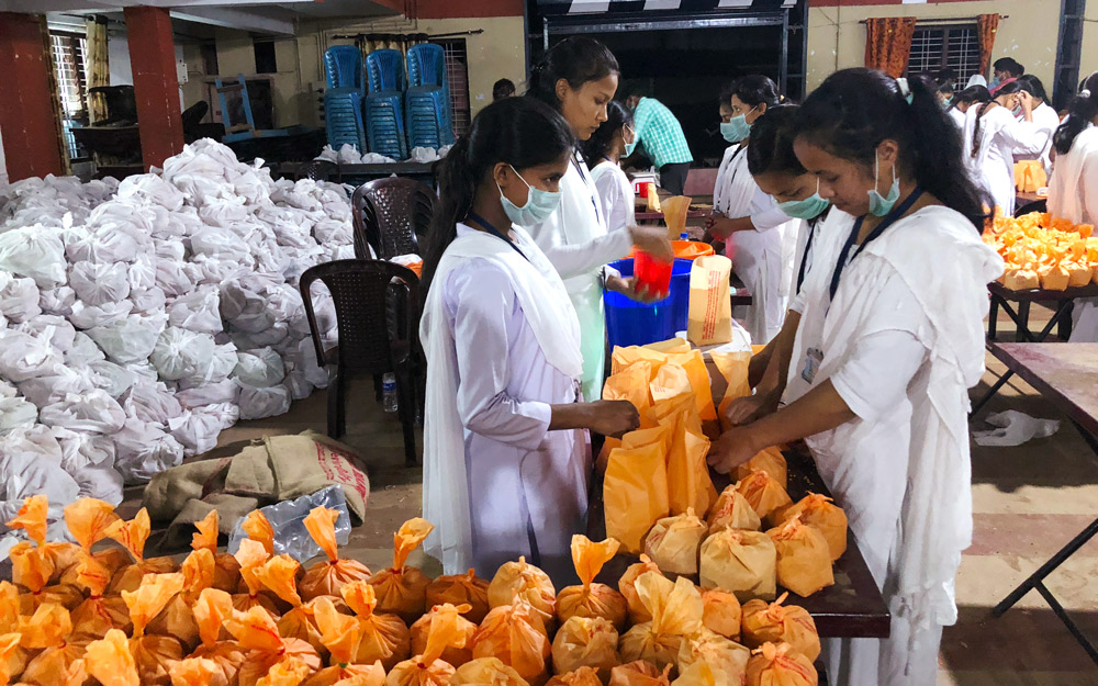 GFA-supported workers assisting government relief efforts after Kerala flooding.